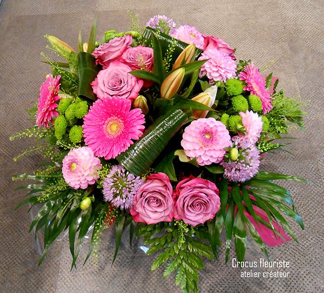 Bouquet rond classique dans les tons de roses