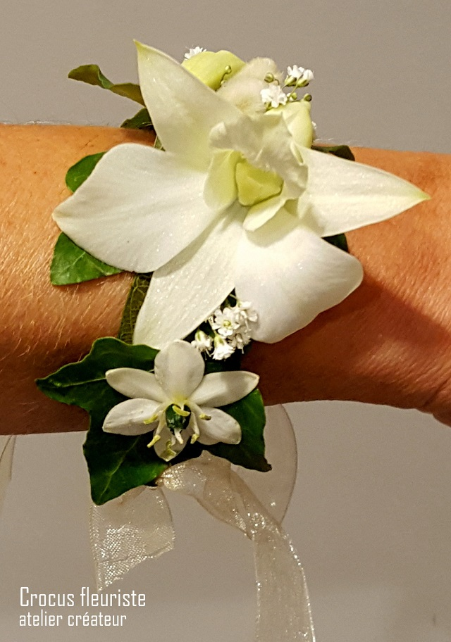 Bracelet fleur de mariée monté sur ruban