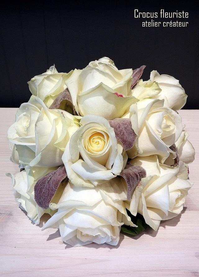 Centre de table boule de roses crèmes